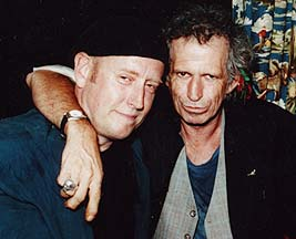 5 O'clocks guitarist Charlie Karp (L) with Keith Richards of the Rolling Stones